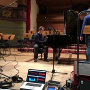 In der Konzerthalle Heidelberg wird die Ausdehnung des Kammerton A als Aplitude sichtbar gemacht